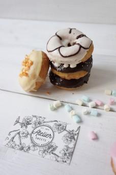 甜甜圈名片展示logo样机模板