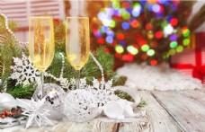 新年香槟酒木板酒杯