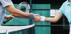 网球运动员握手