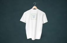 挂起的短袖t恤样机
